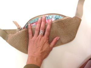 Напоясная Сумка из кожи сёмги песочного цвета с русалками